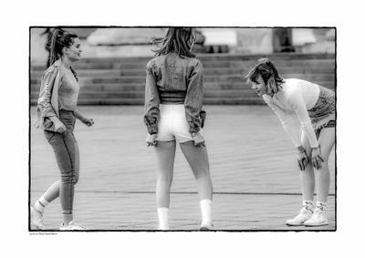 Про шорты девушки танцы шорты улица