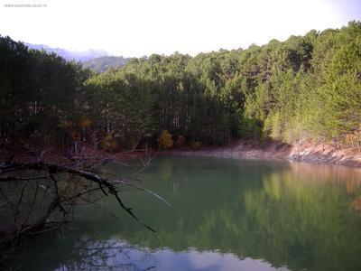 Голубое озеро водоем озеро лесной лесное голубое водоемы Гаспры
