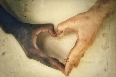 ebony and ivory... руки белый чорный Африка Европа дружба