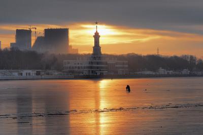 Утро на Химкинском водохранилище