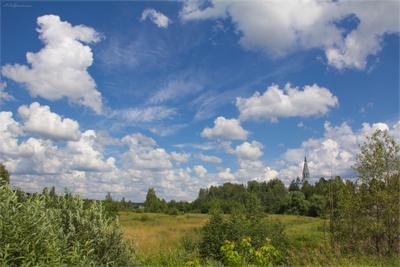 Облака плывут куда-то. В небе синем далеко… Знать бы, что для счастья надо? На душе станет легко… Судиславль небо