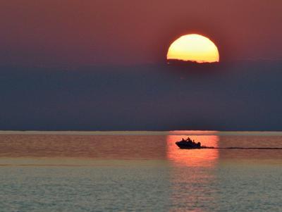 Закат на Балхаше вечер закат озеро лодка