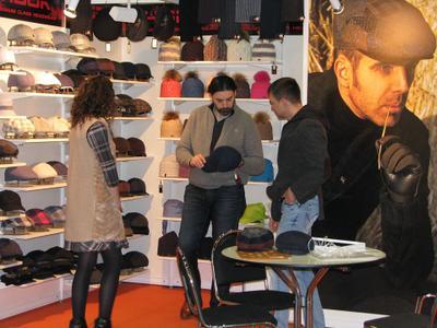 Выставка торговой марки Magneet головные уборы magneet выставка ярмарка реклама