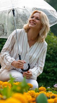История под зонтом под зонтом лето портрет красивая женщина