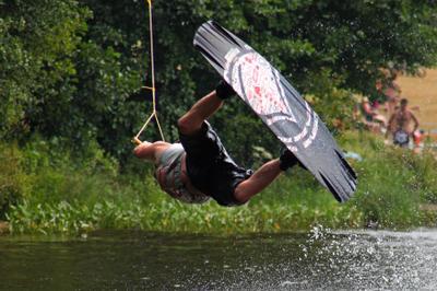 Полет спорт вода озеро прыжок