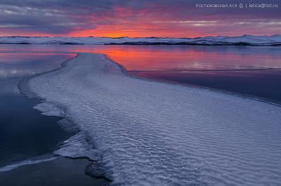Рассветная река Байкал зима лед