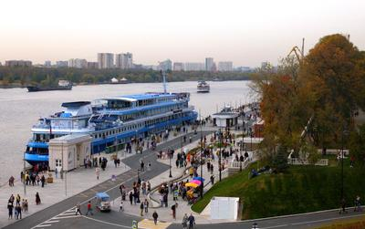 На пристани Пристань вокзал речной