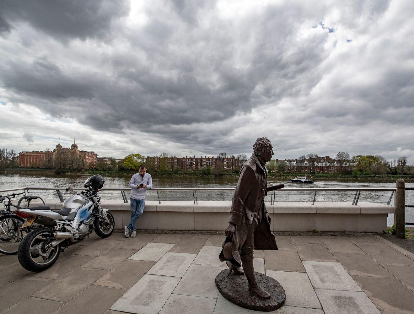 ЛАНСЕЛОТ Лондон скульптура Ланселот Браун Lancelot Brown Темза район Хаммерсмит