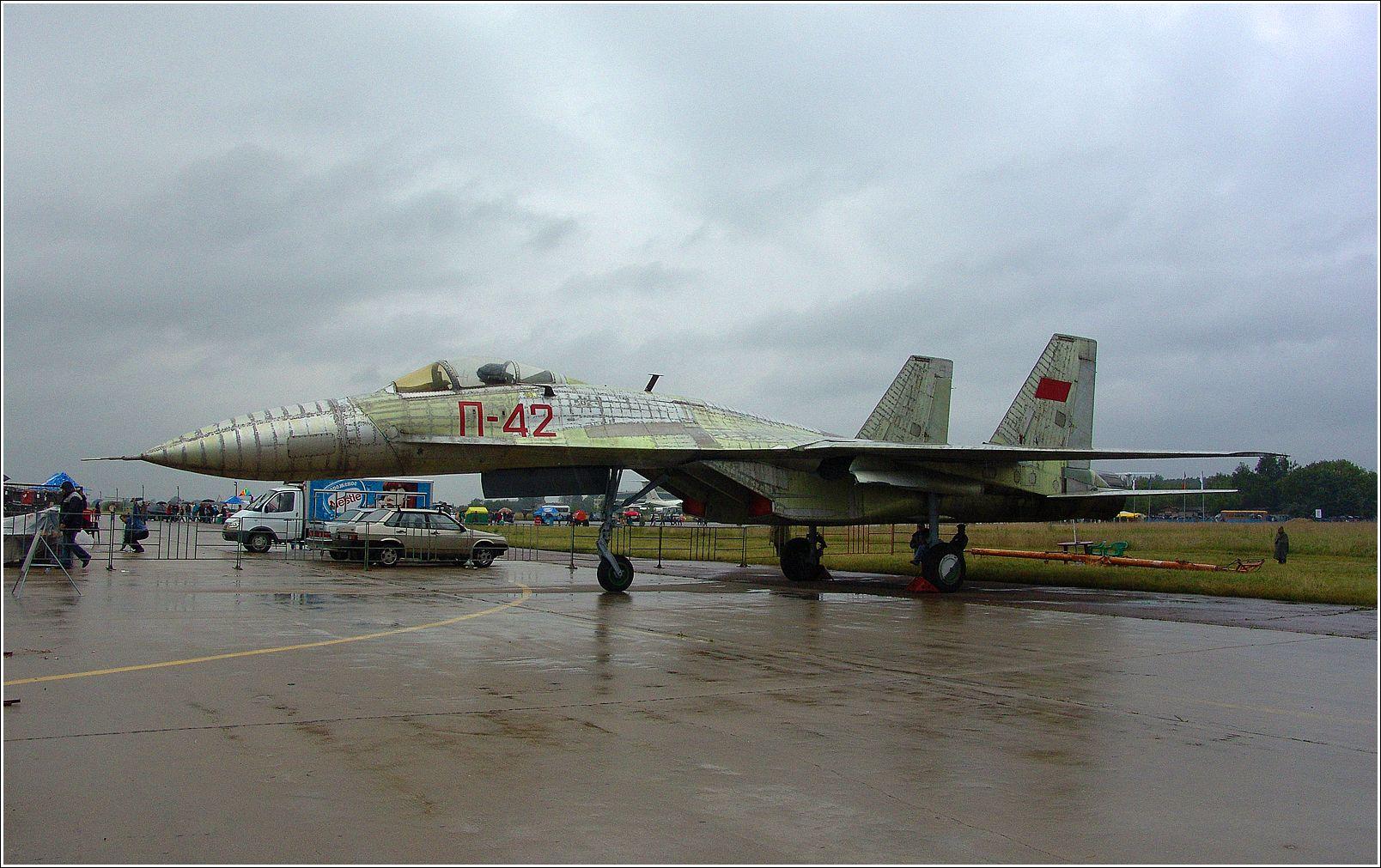 П-42 П-42 авиация самолет стоянка Жуковский 2004