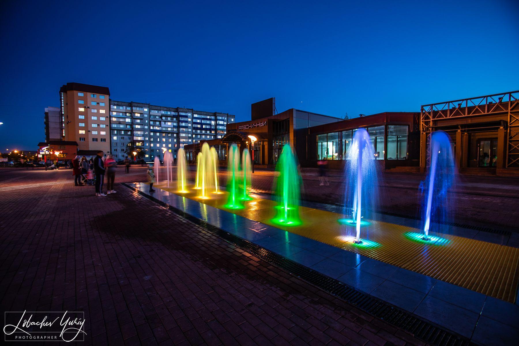 Красивый фонтан Междуреченск Красивый фонтан Междуреченск праздничный