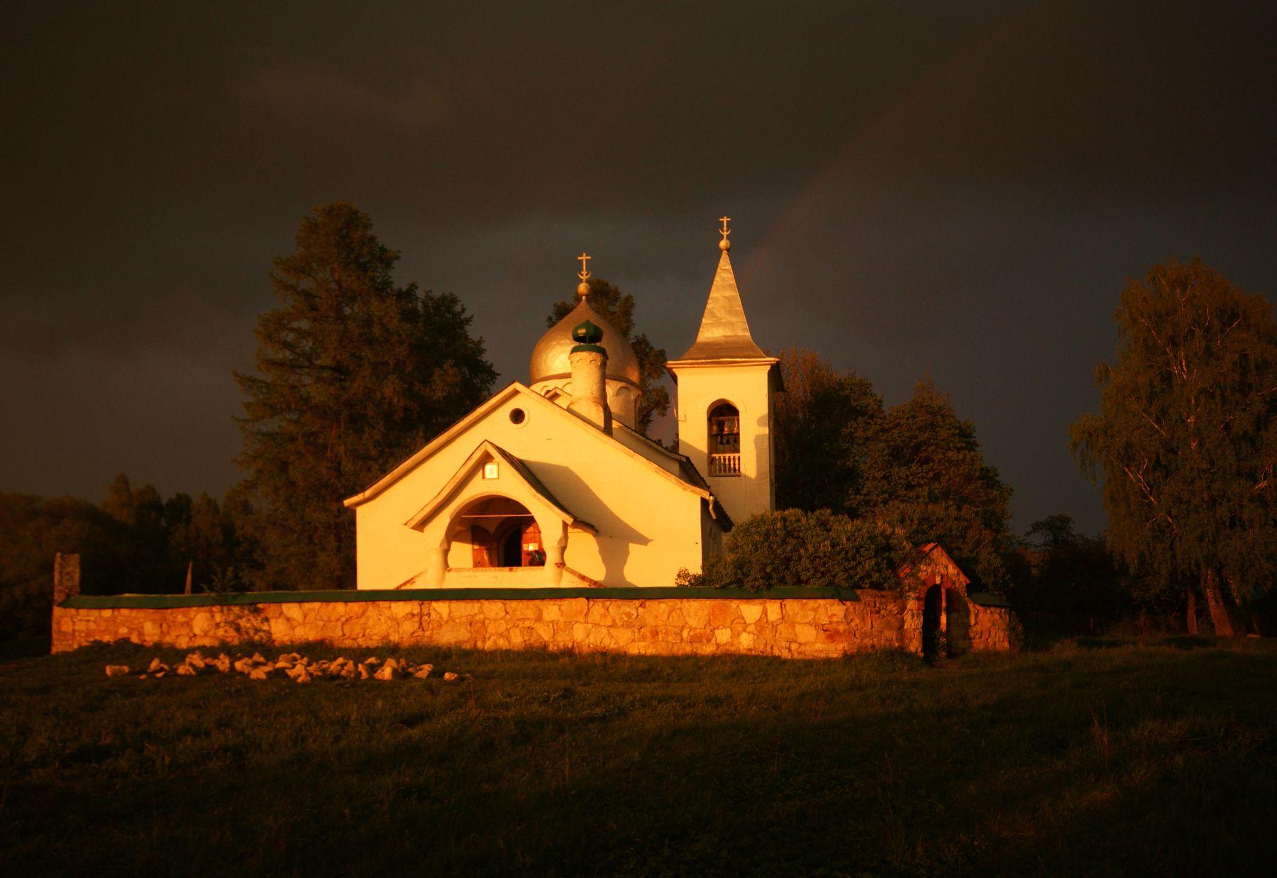 Закат после грозы Бехово Церковь Святой Троицы