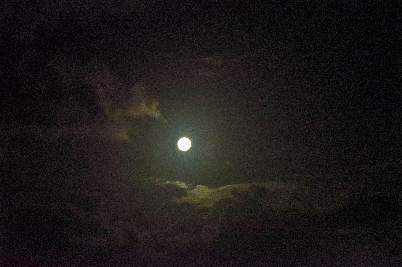 Луна***
