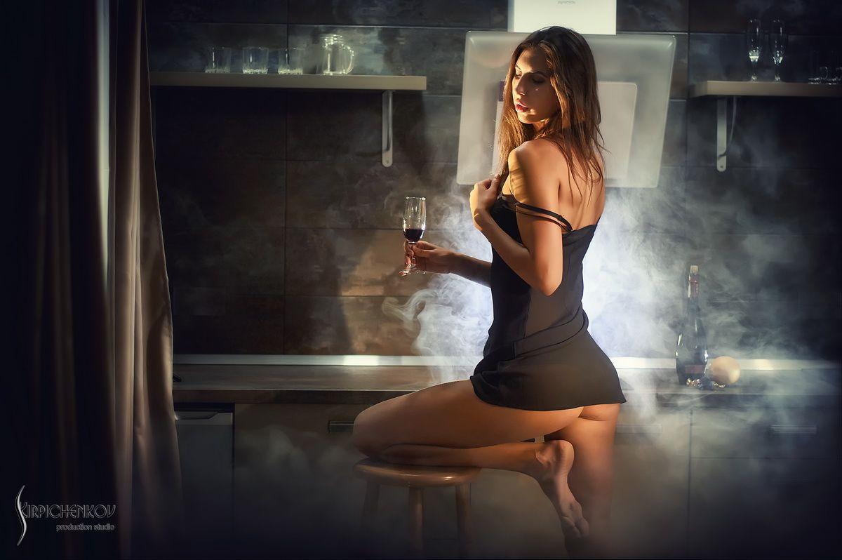 *** девушка белье кухня дым попа ночнушка
