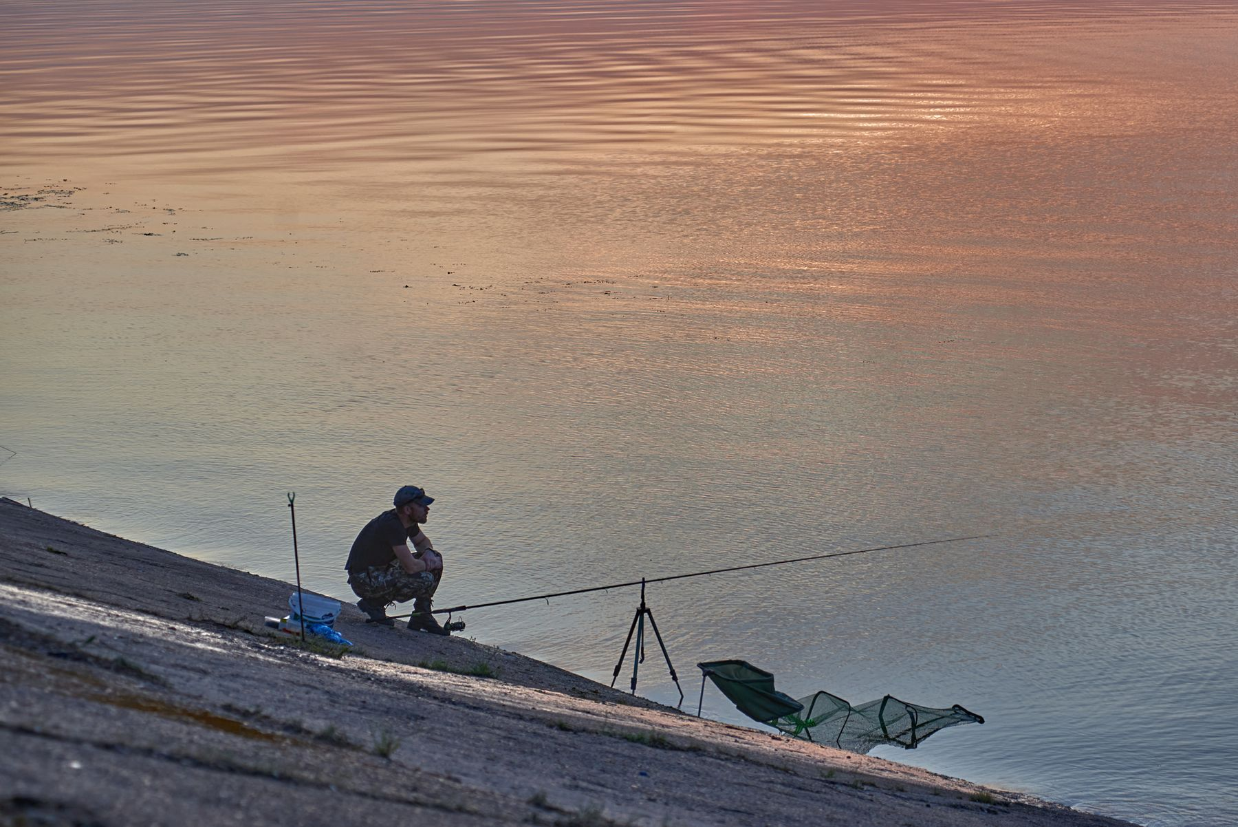 Вечерняя фотосессия Закат Волга удочка рыбак