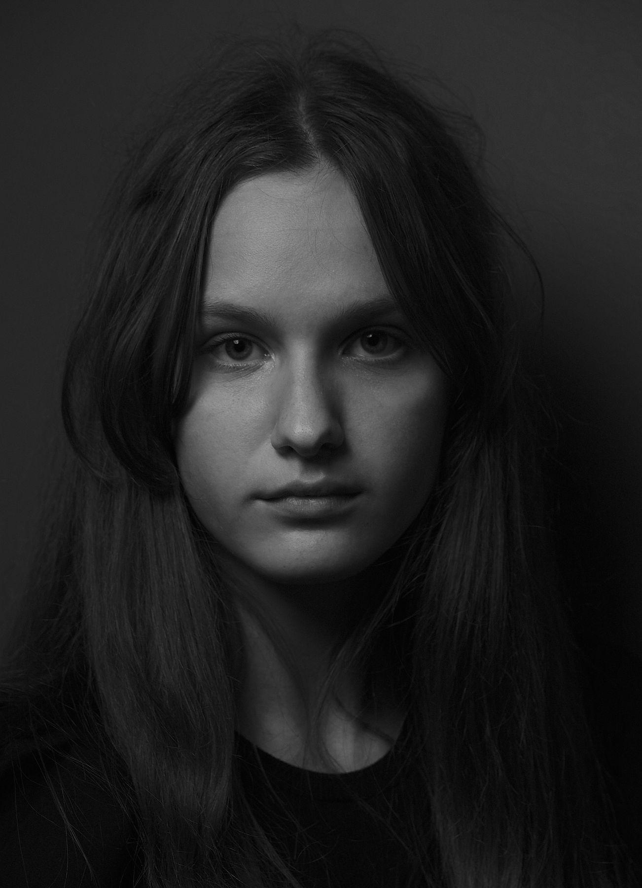 11.09.21. Портре ( В кафе ). девушка портрет в кафе фотография чёрно белая люди