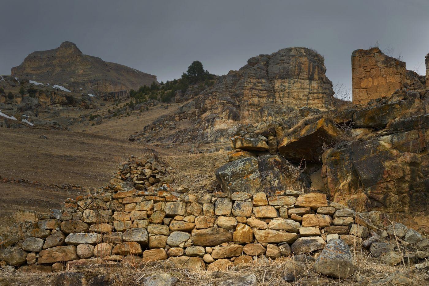 Руины Хасаута горы зима руины