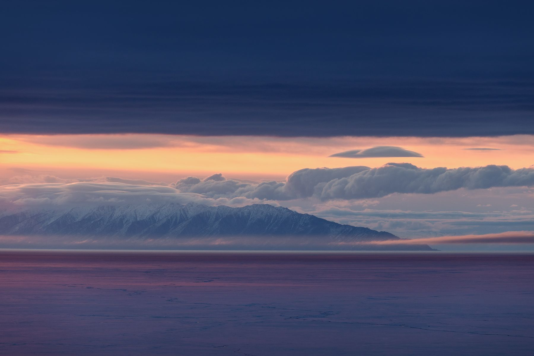 Утро вопреки Байкал весна пейзаж лед снег озеро