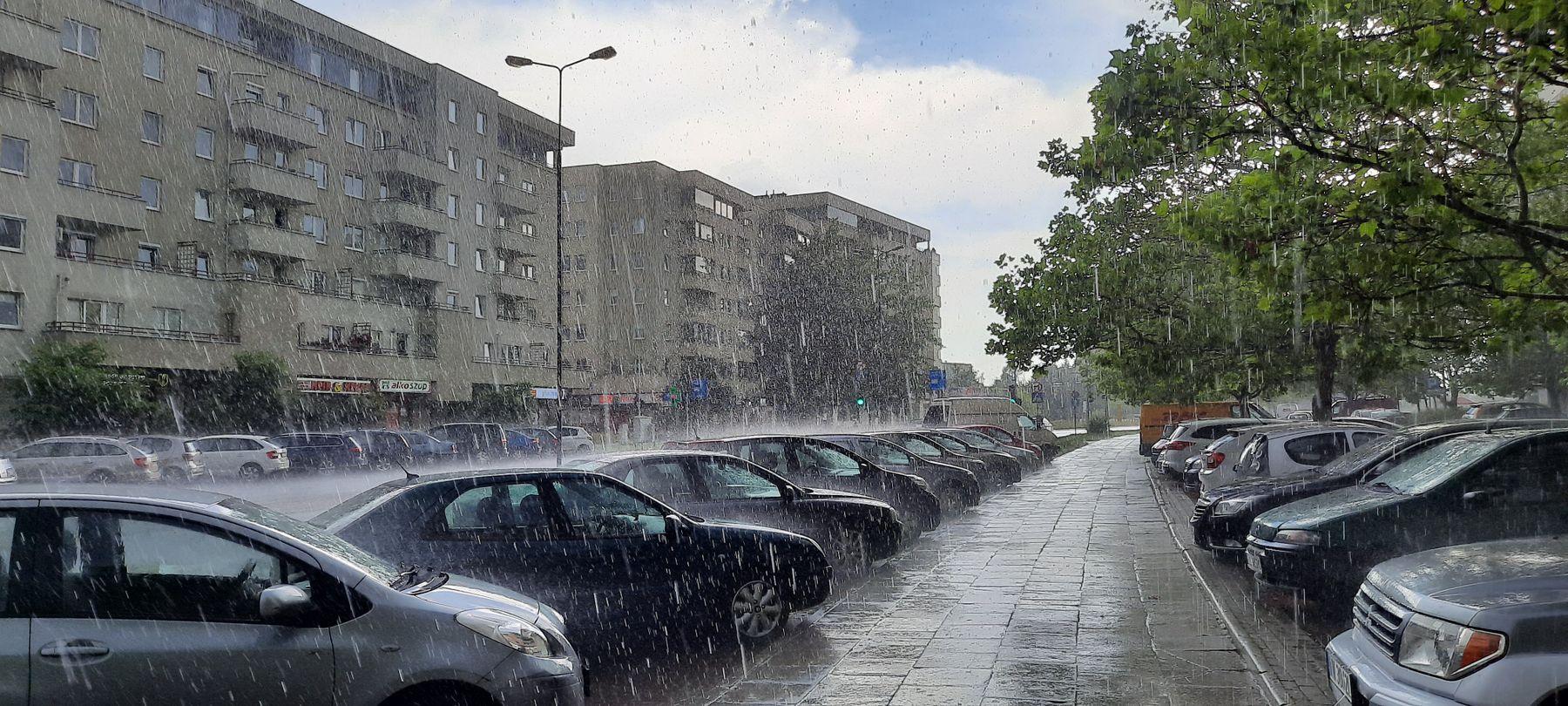 улица Варшавы во время дождя улица дождь Варшава