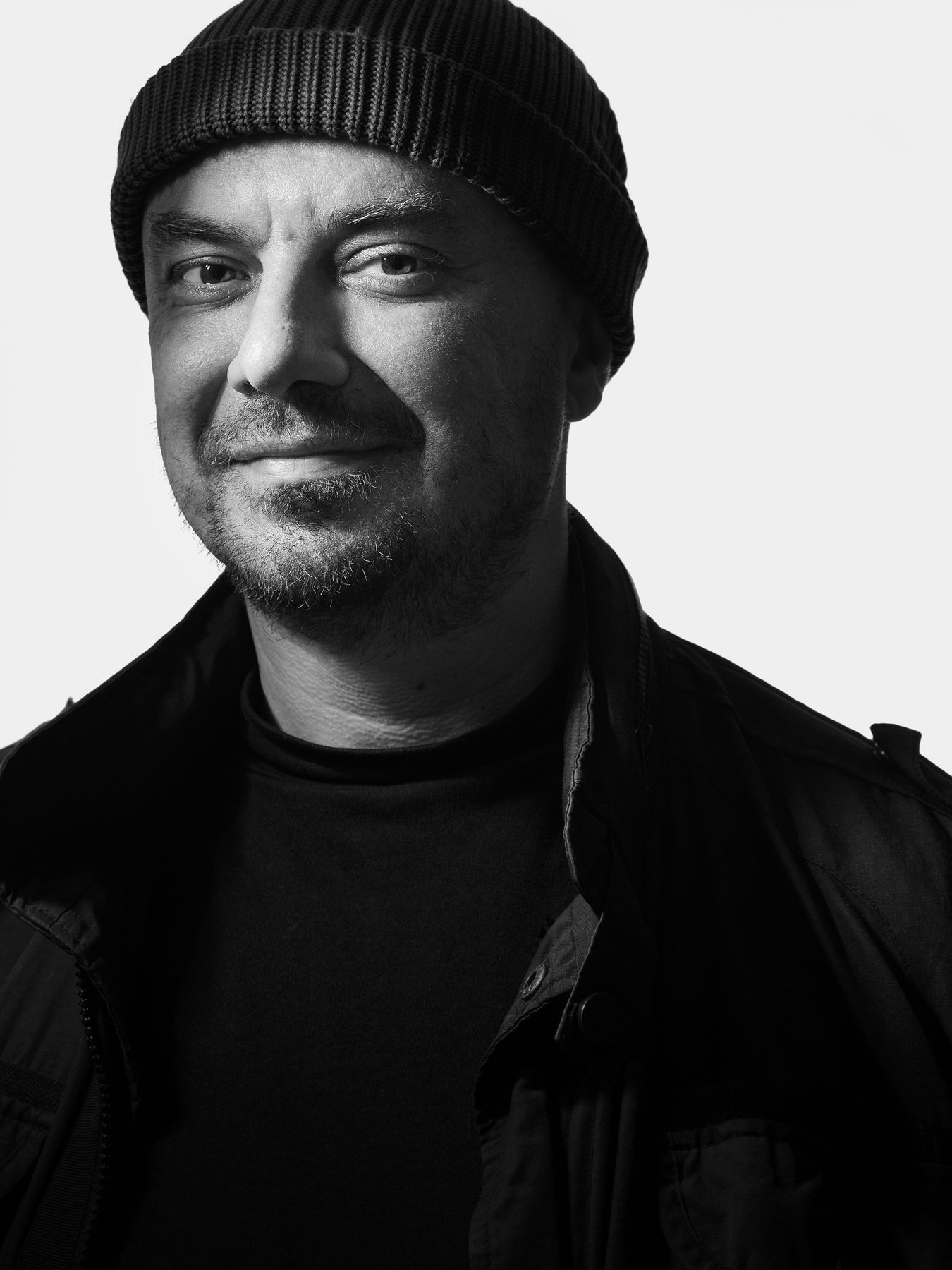 Влад Маленко poet fabulist director actor theater hat look smile grin поэт баснописец режиссер актер театр шапка взгляд улыбка ухмылка