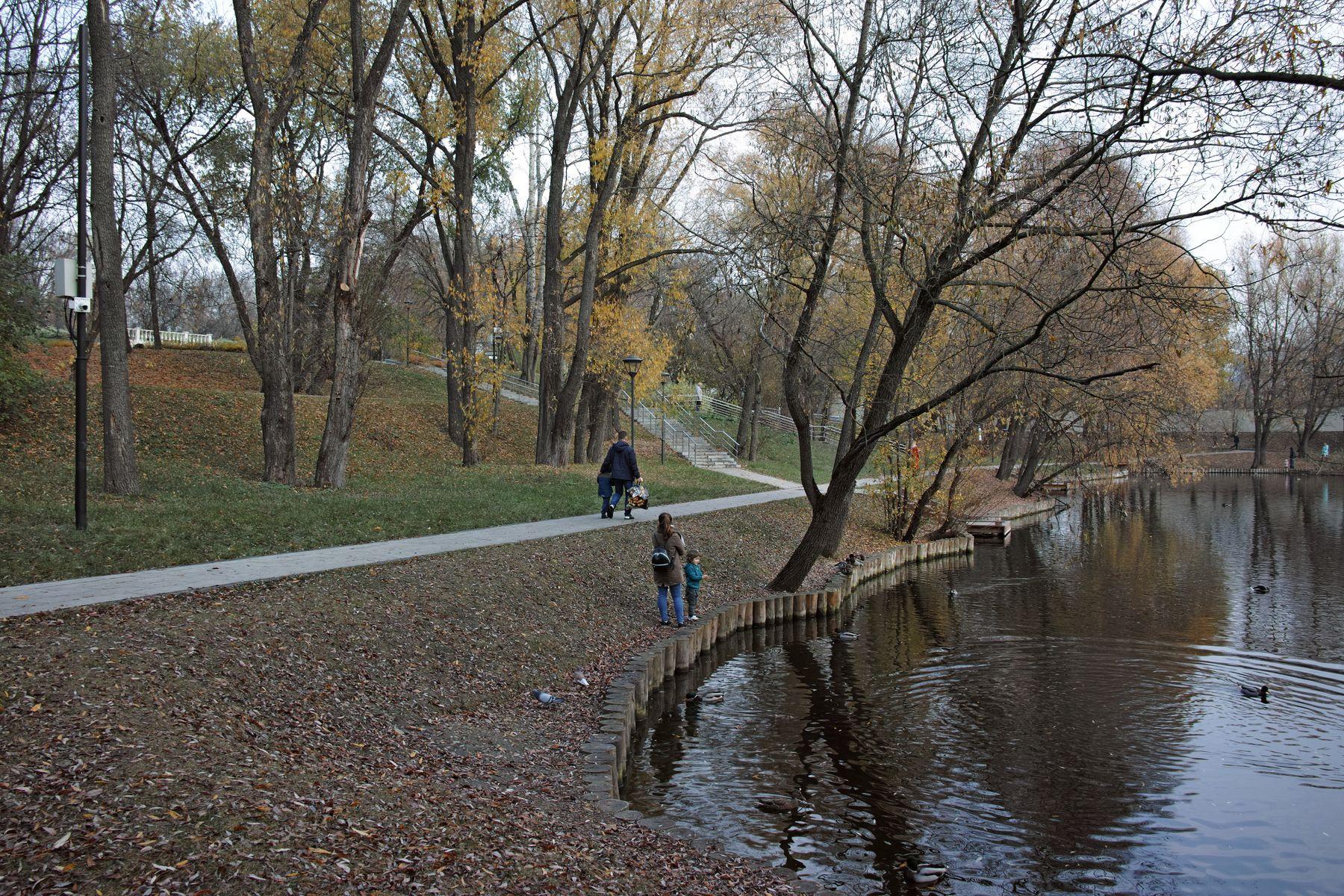 Сад будущего город Москва парк Сад будущего пруд Леоновский