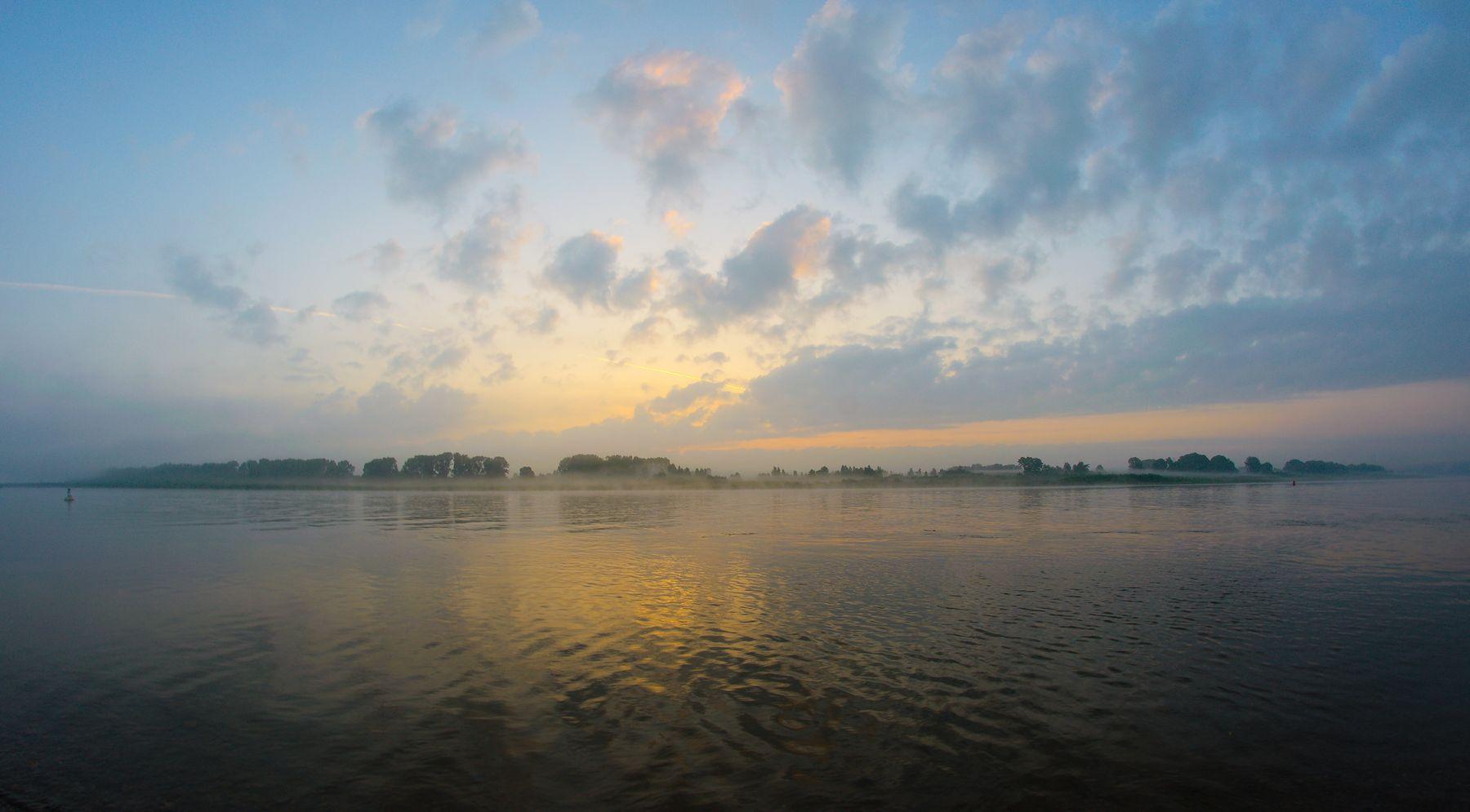 Раннее утро. Туман.