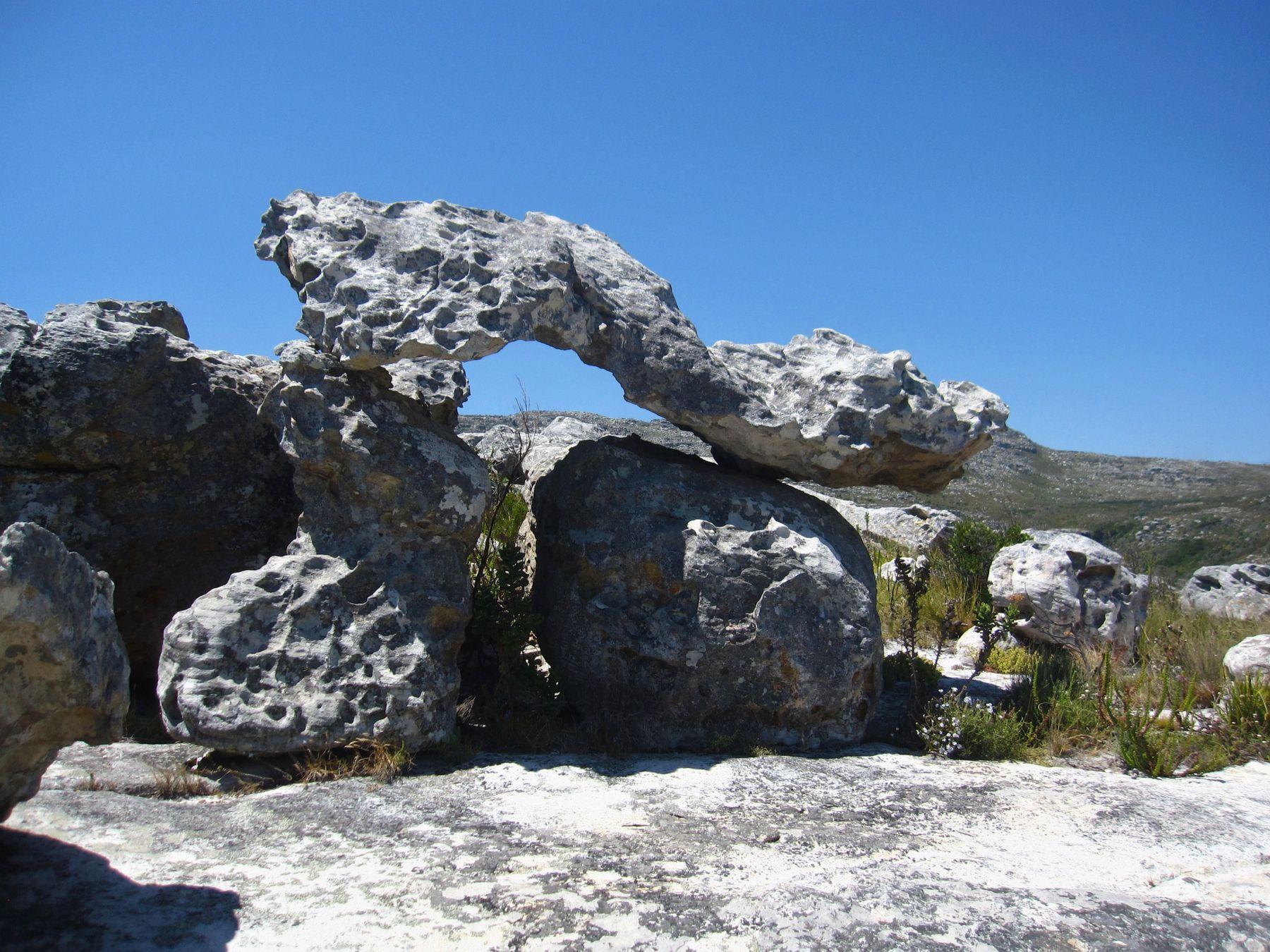 Неведома зверушка. Африка вулкан кратер горы скалы