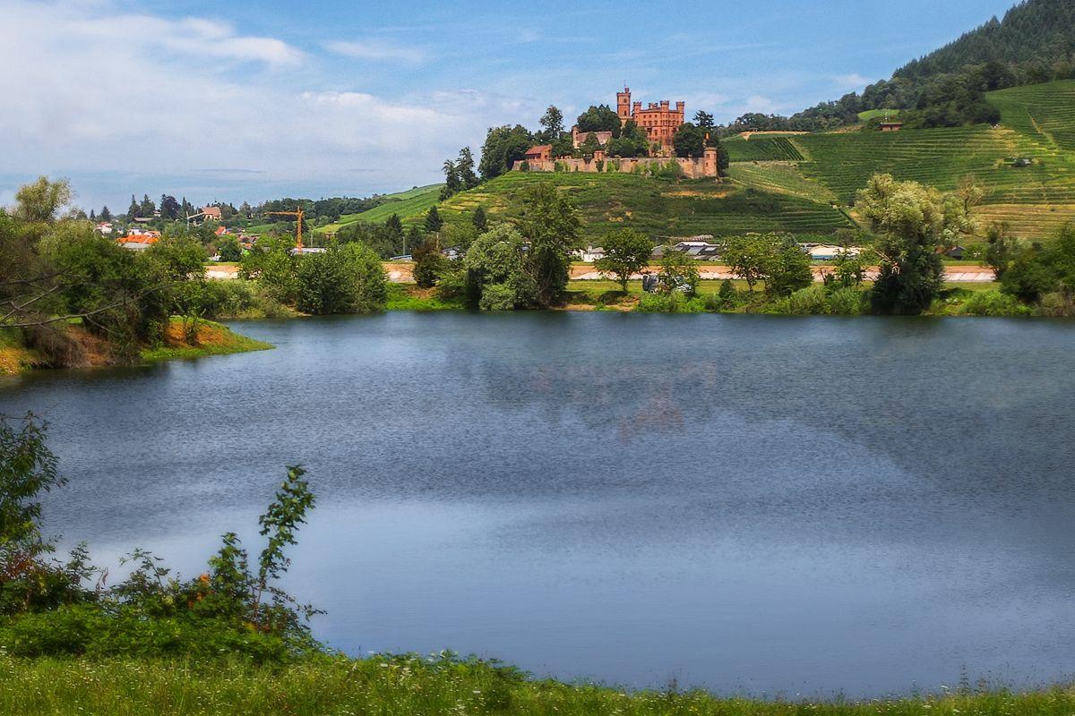 Замок у озера озеро замок горы
