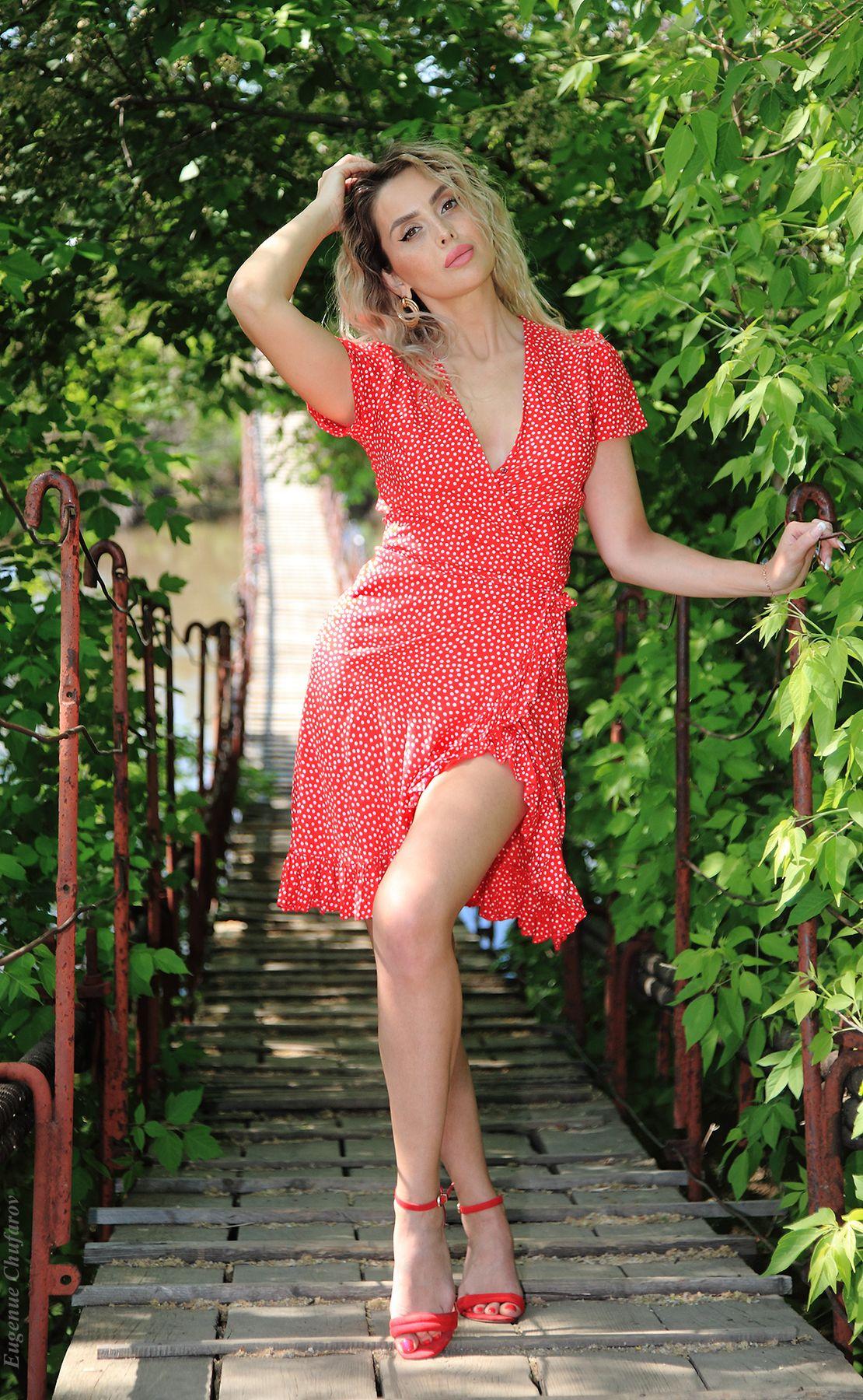 ***** Красотка платье весна природа подвесной мост