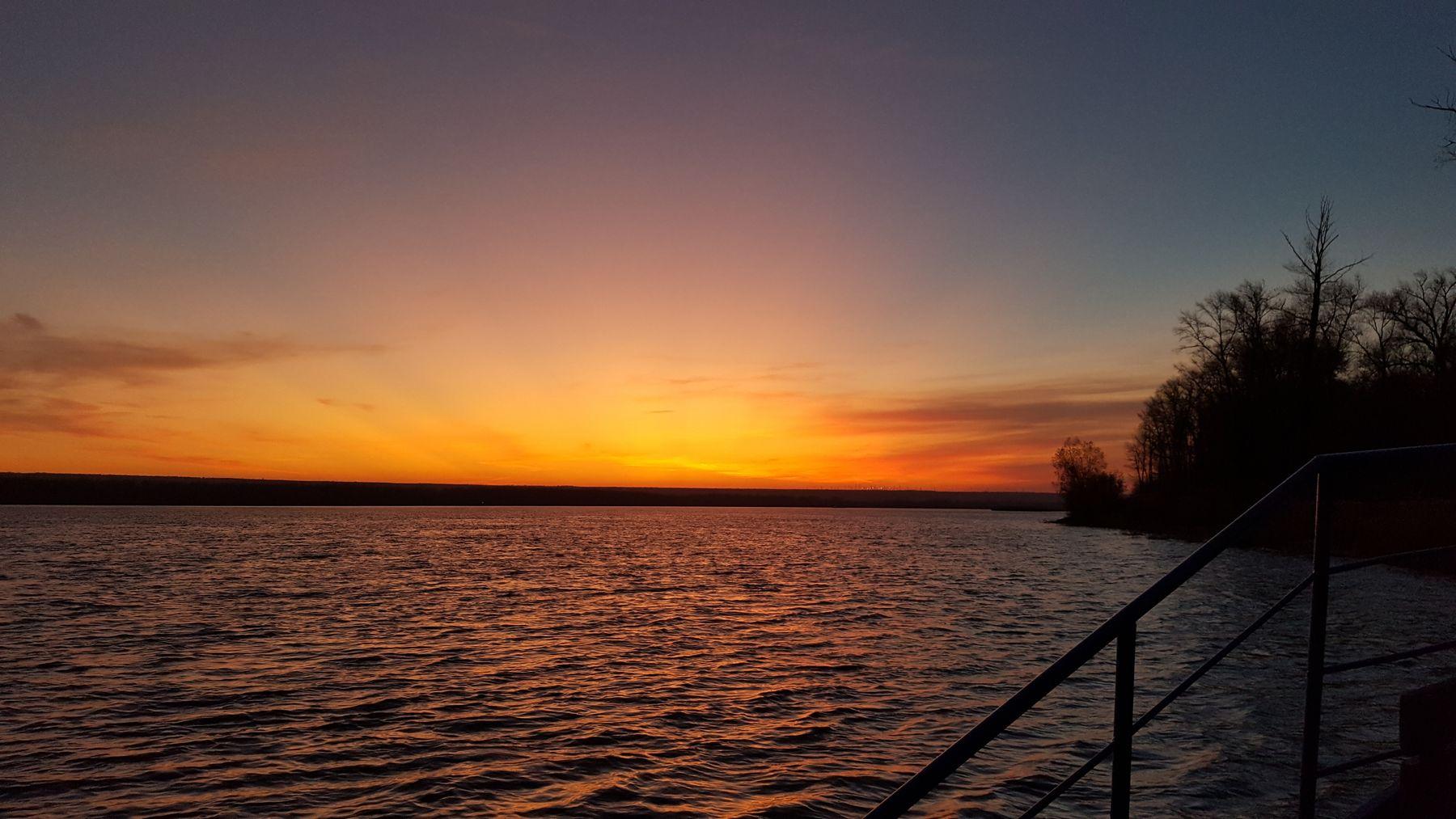 Закат закат река