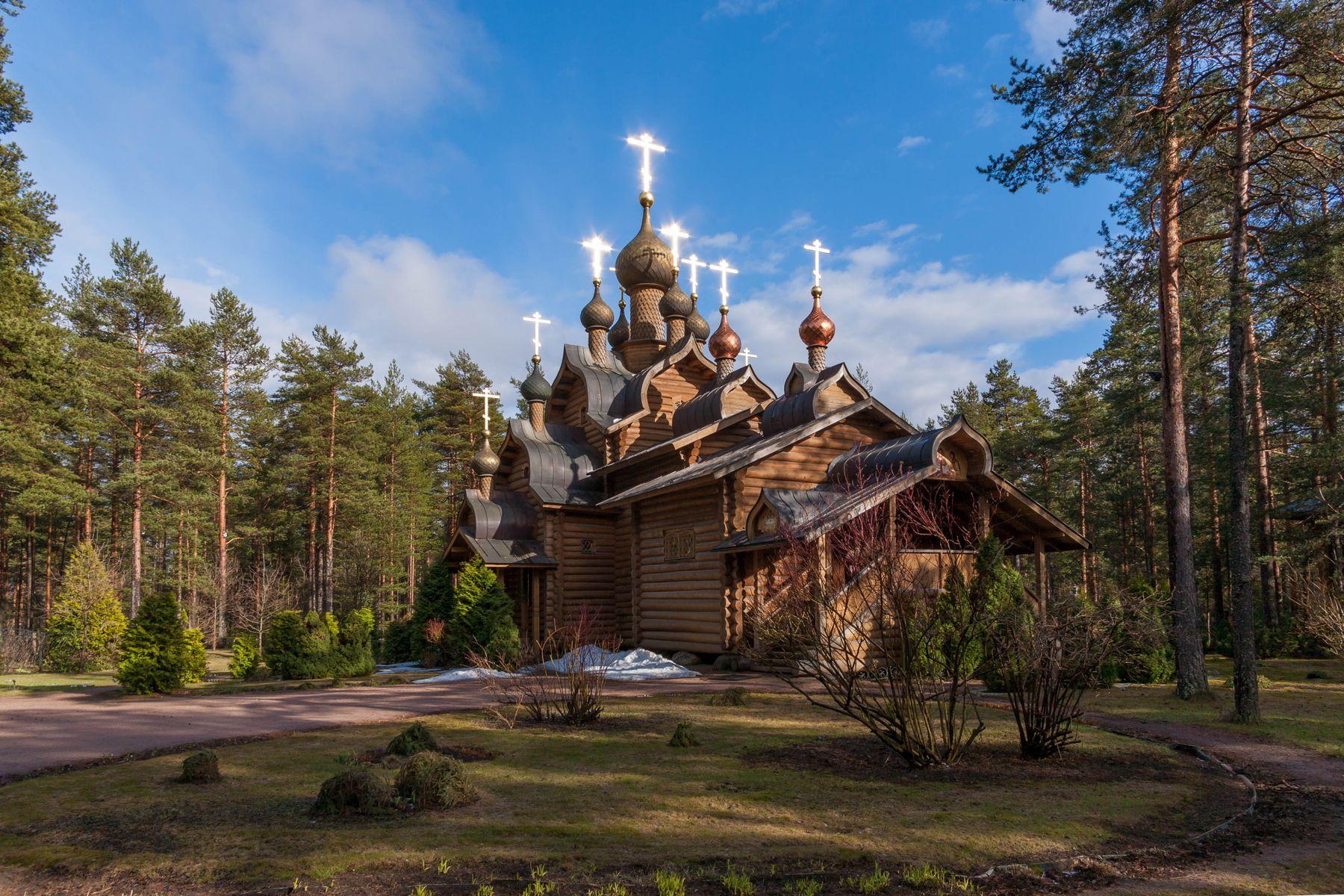 Храм Всех Русских святых в пос. Сосново, Ленинградская область.