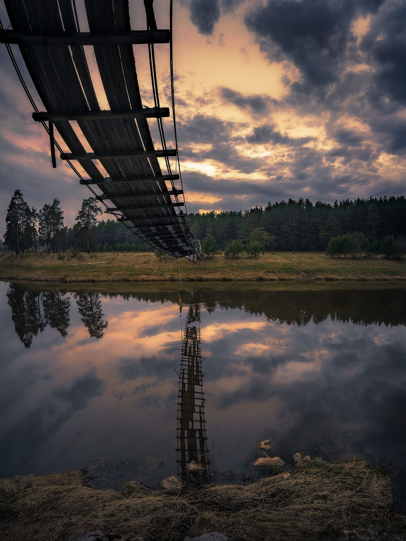 Старый мост мост река закат вечер нейва урал вода отражение облака весна