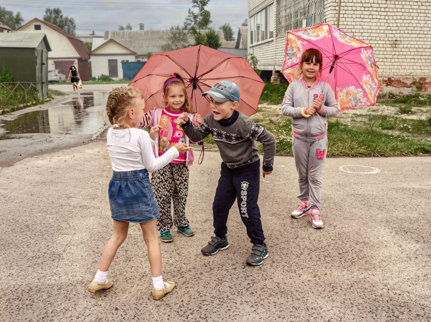 Горячий спор двор дети