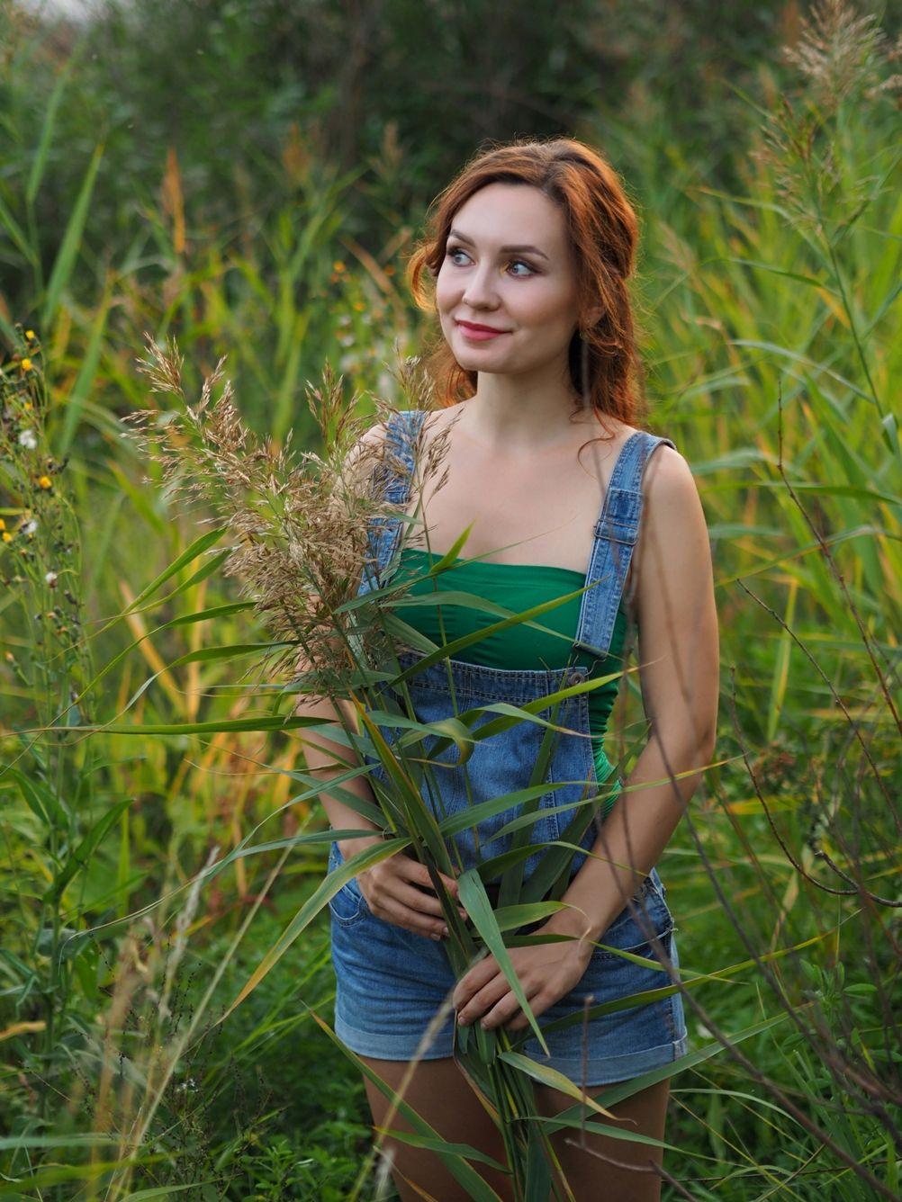 Ольга Лето портрет девушка прекрасная букет заросли