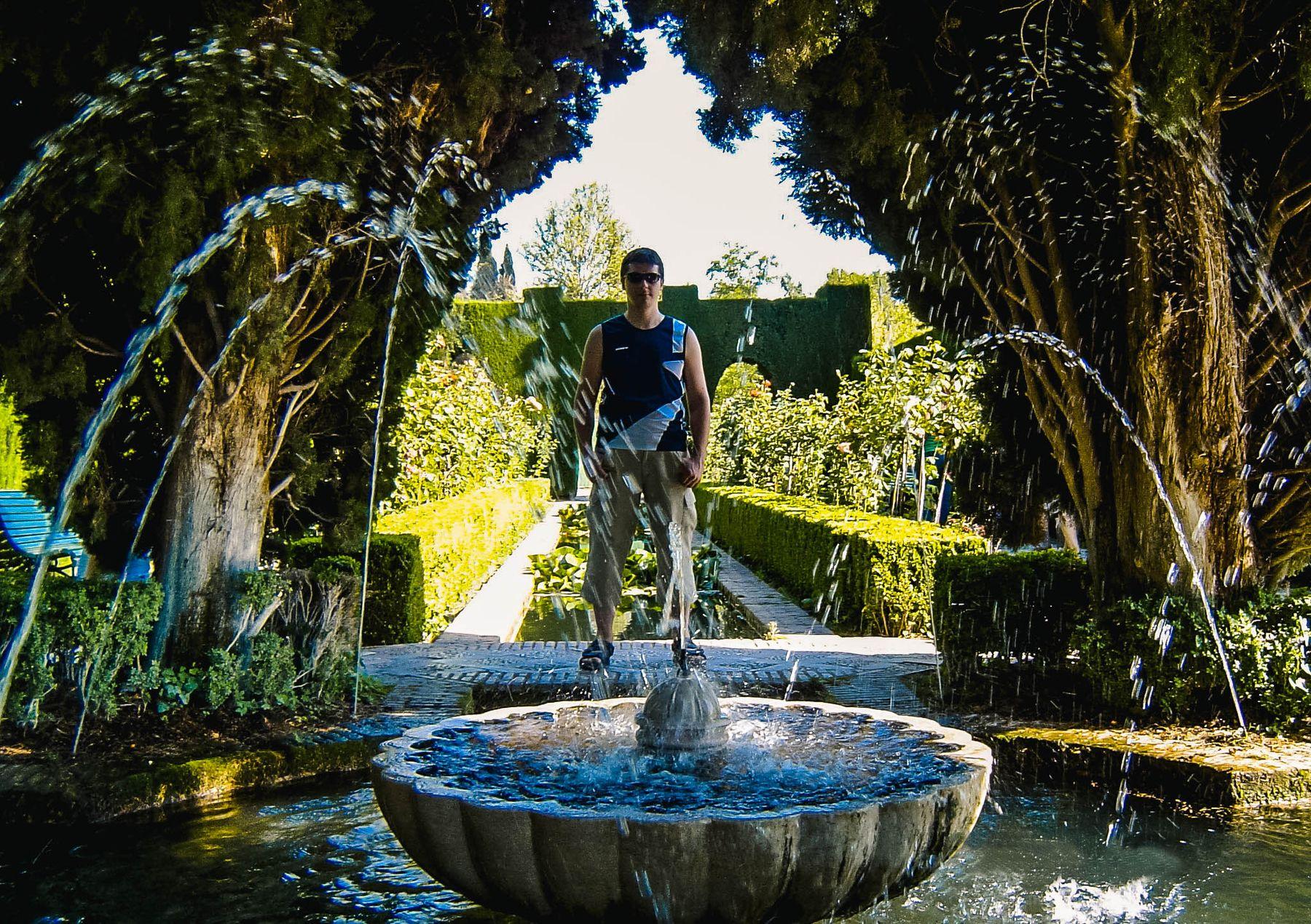 Страж фонтана (парк Альгамбра, Испания 16.06.2005)