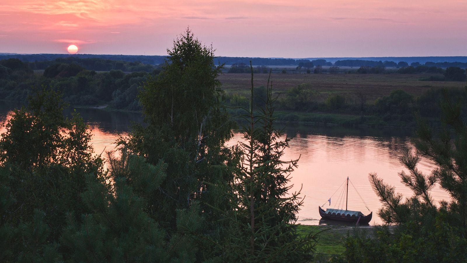Старинная ладья.. Закат река Проня ладья