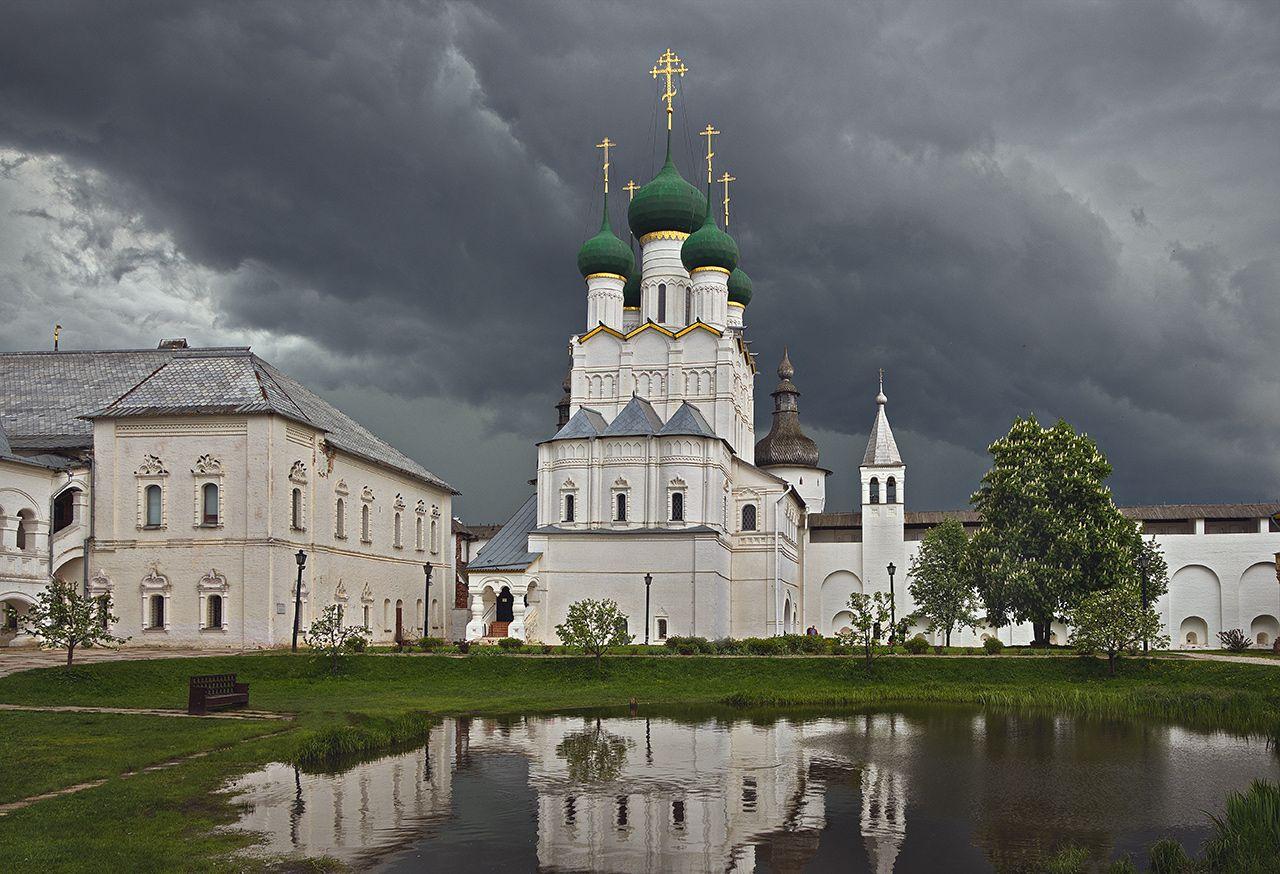 В Ростовском кремле Церковь Иоанна Богослова Ростовский кремль