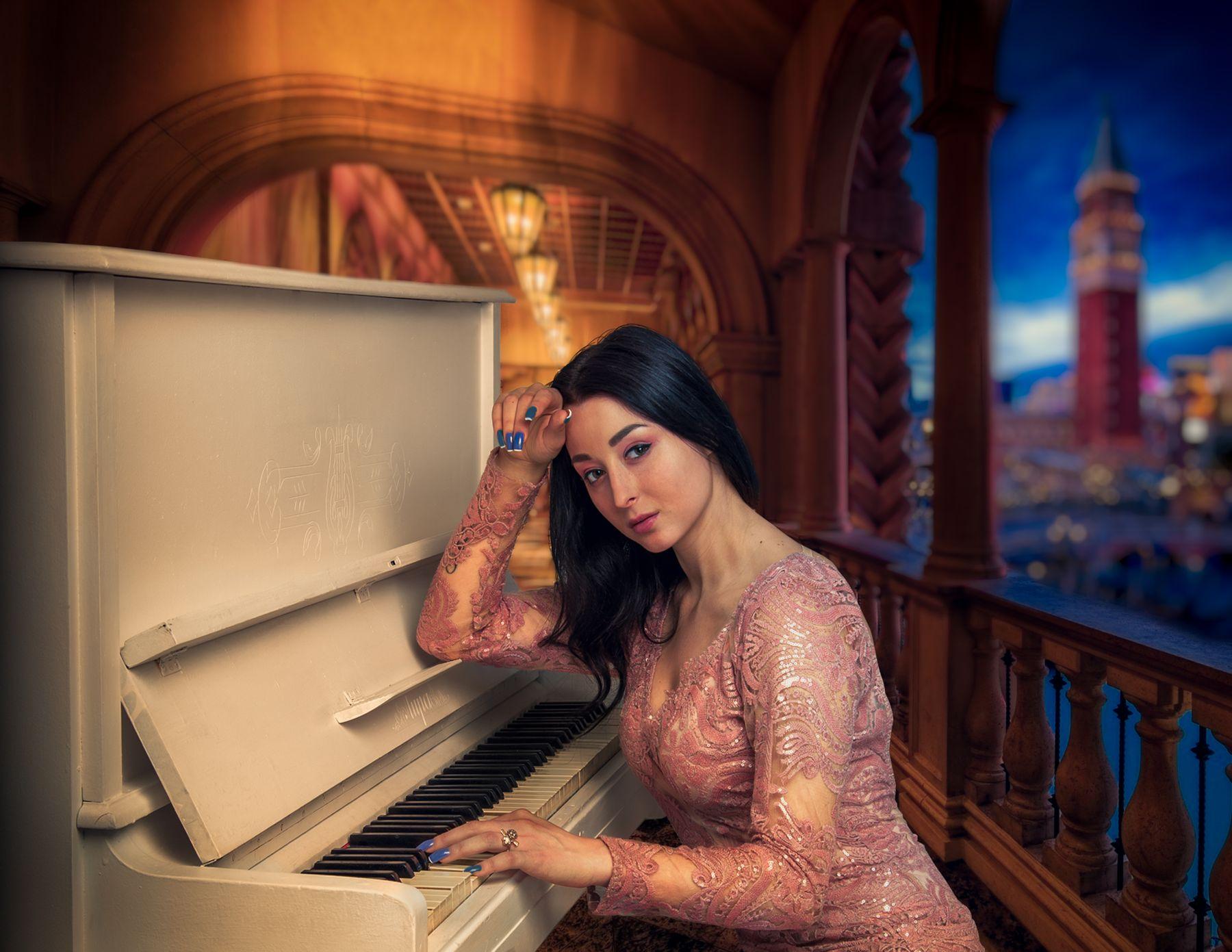 Виолетта Женский портрет студийный красивая девушка будуар