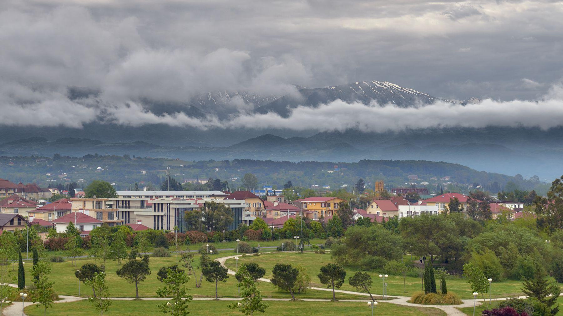 Имеретинская низменность Парк посёлок Адлер горы облака