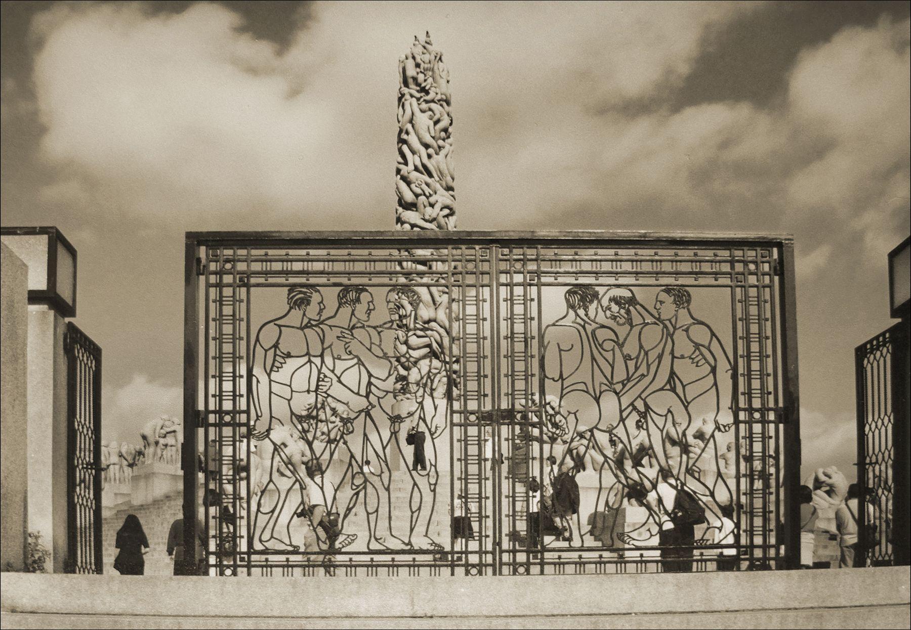 Главные ворота Парка скульптур Вигеланда в Осло