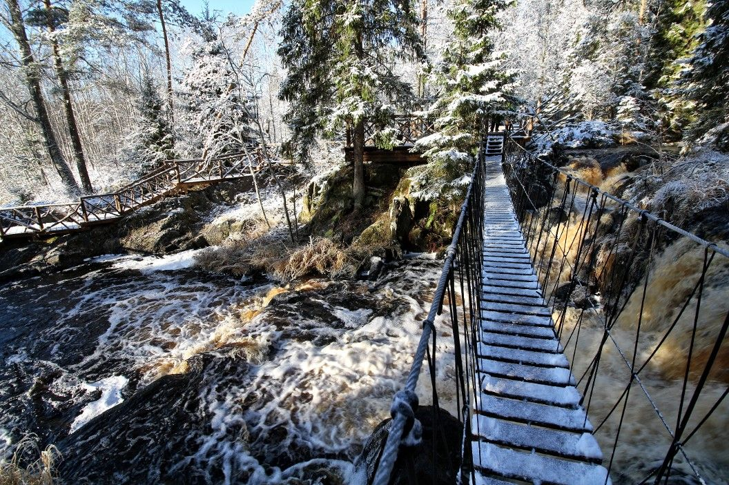 Переправа через водопад карелия