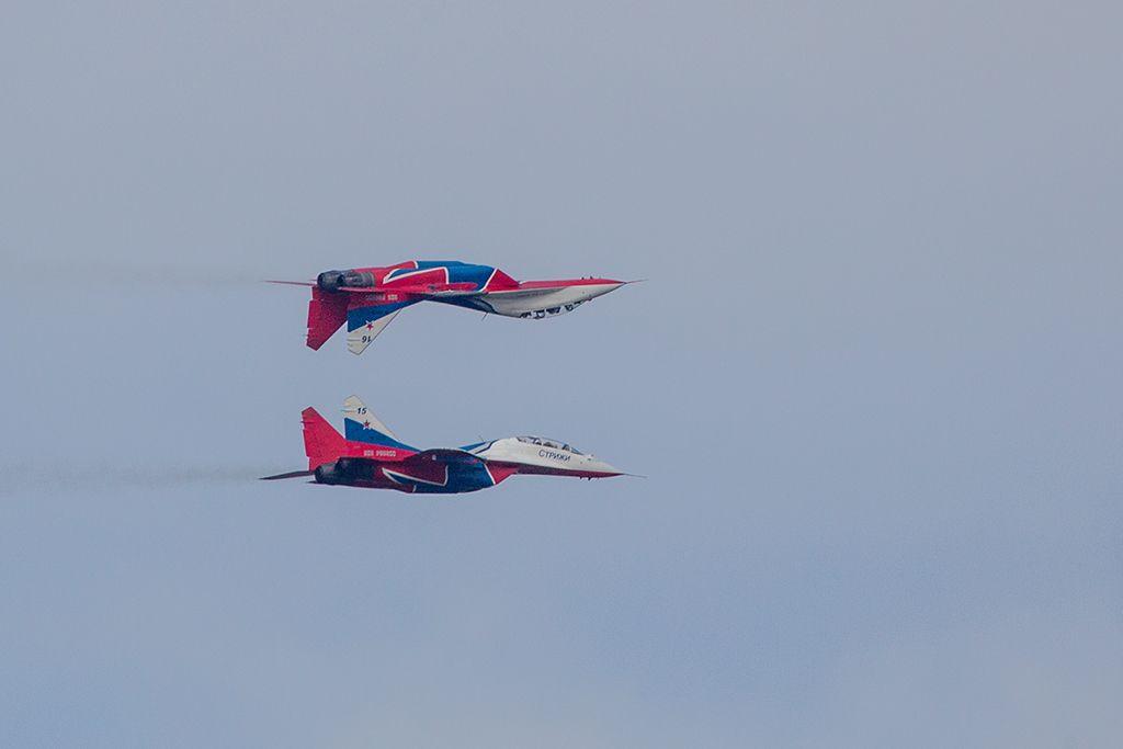 Зеркало авиашоу самолет Миг-29