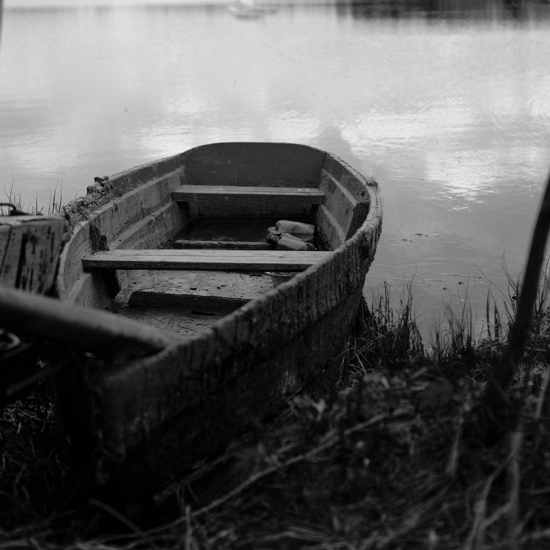 Mood: live in B/W Природа река лодка чб