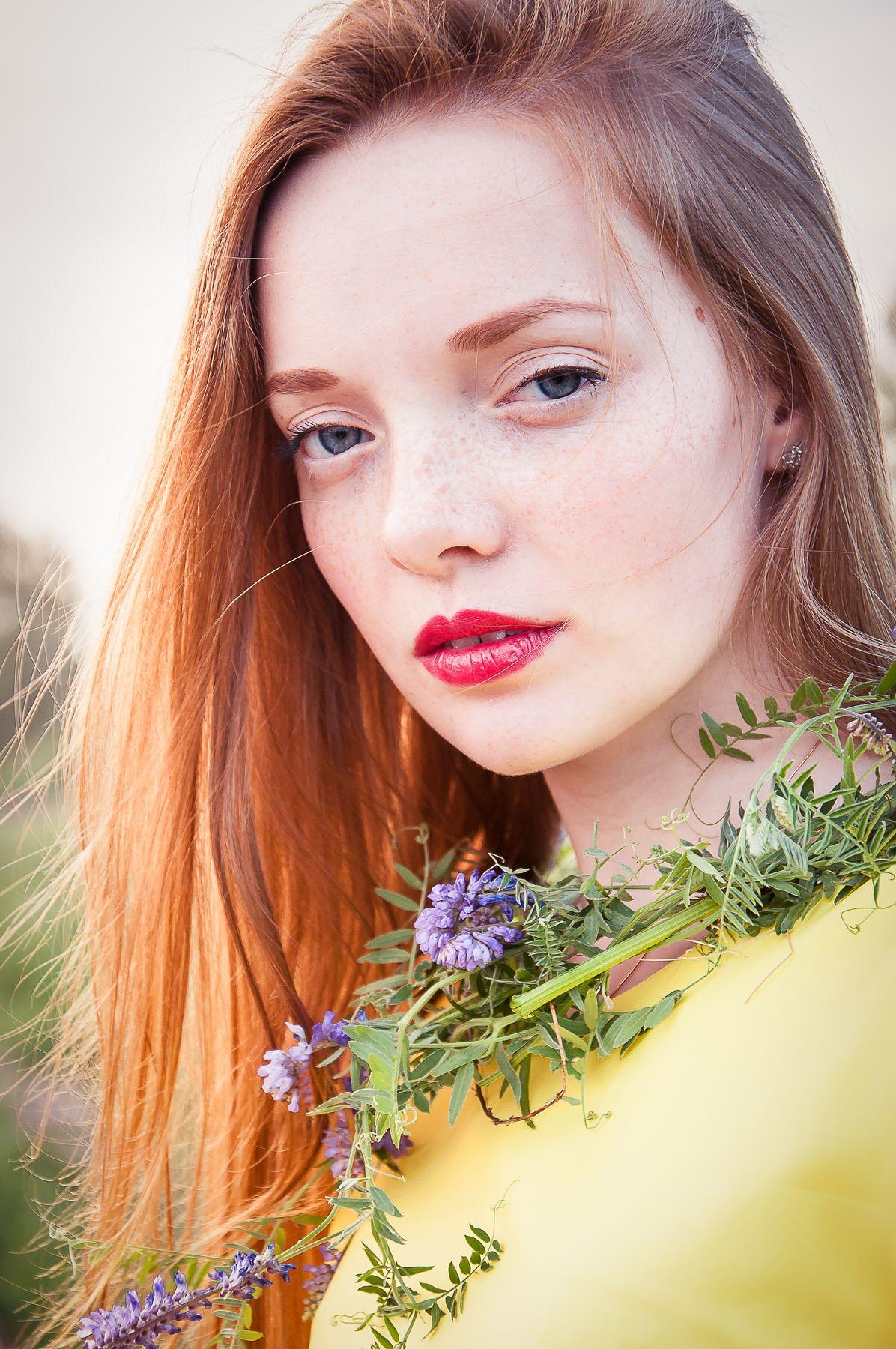 Юлия рыжая девушка цветы лето