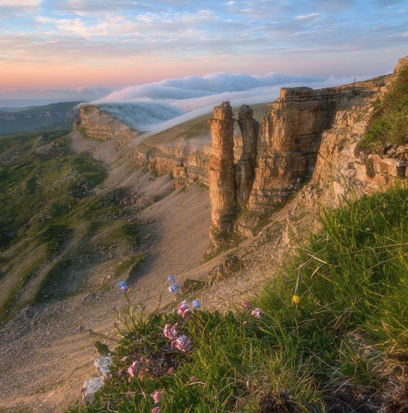 Бермамыт. Два монаха. Северный кавказ карачаево-черкесия бермамыт два монаха июнь закат