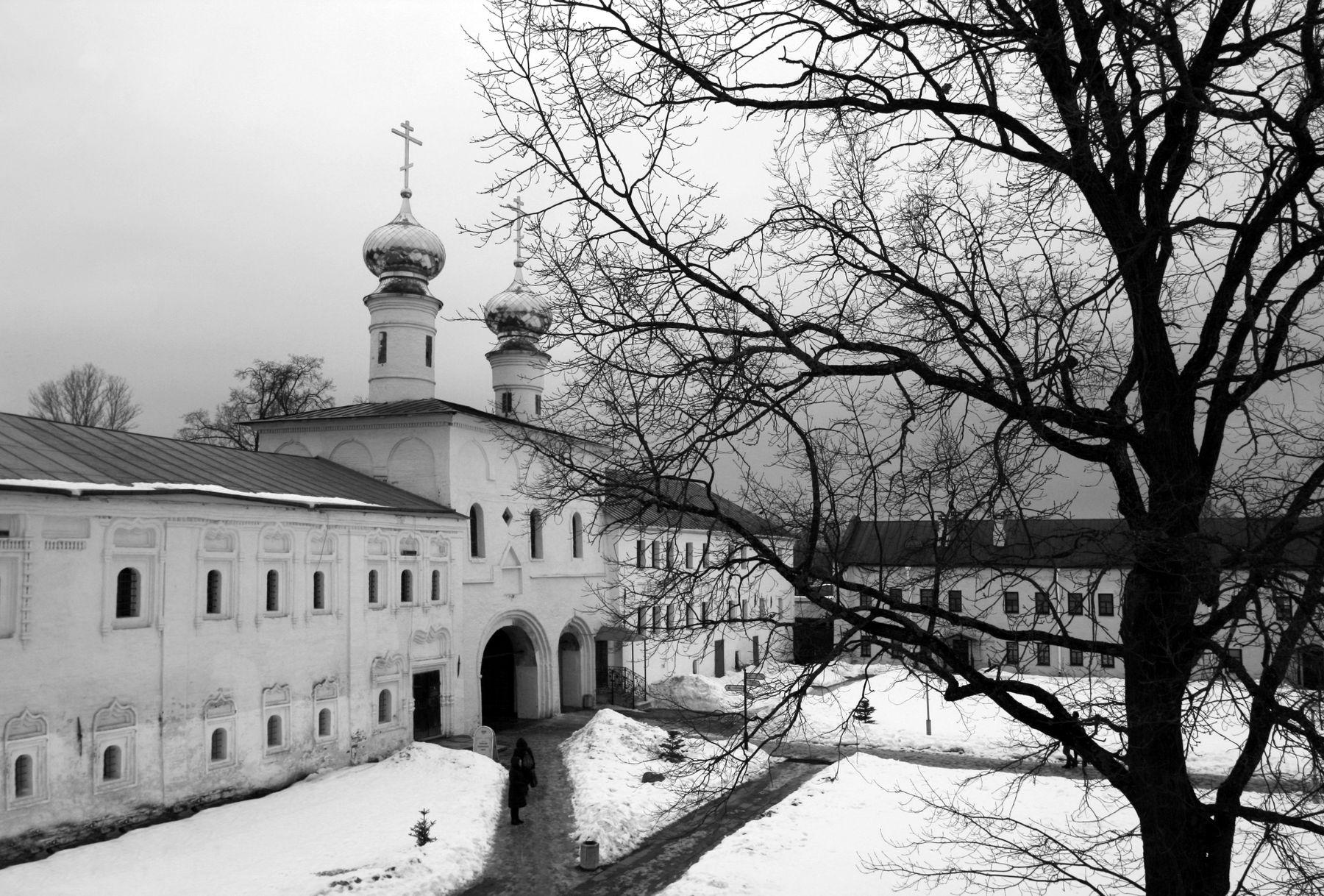 Тихвинский Успенский Богородичный монастырь Тихвинский Успенский Богородичный монастырь Златые Врата