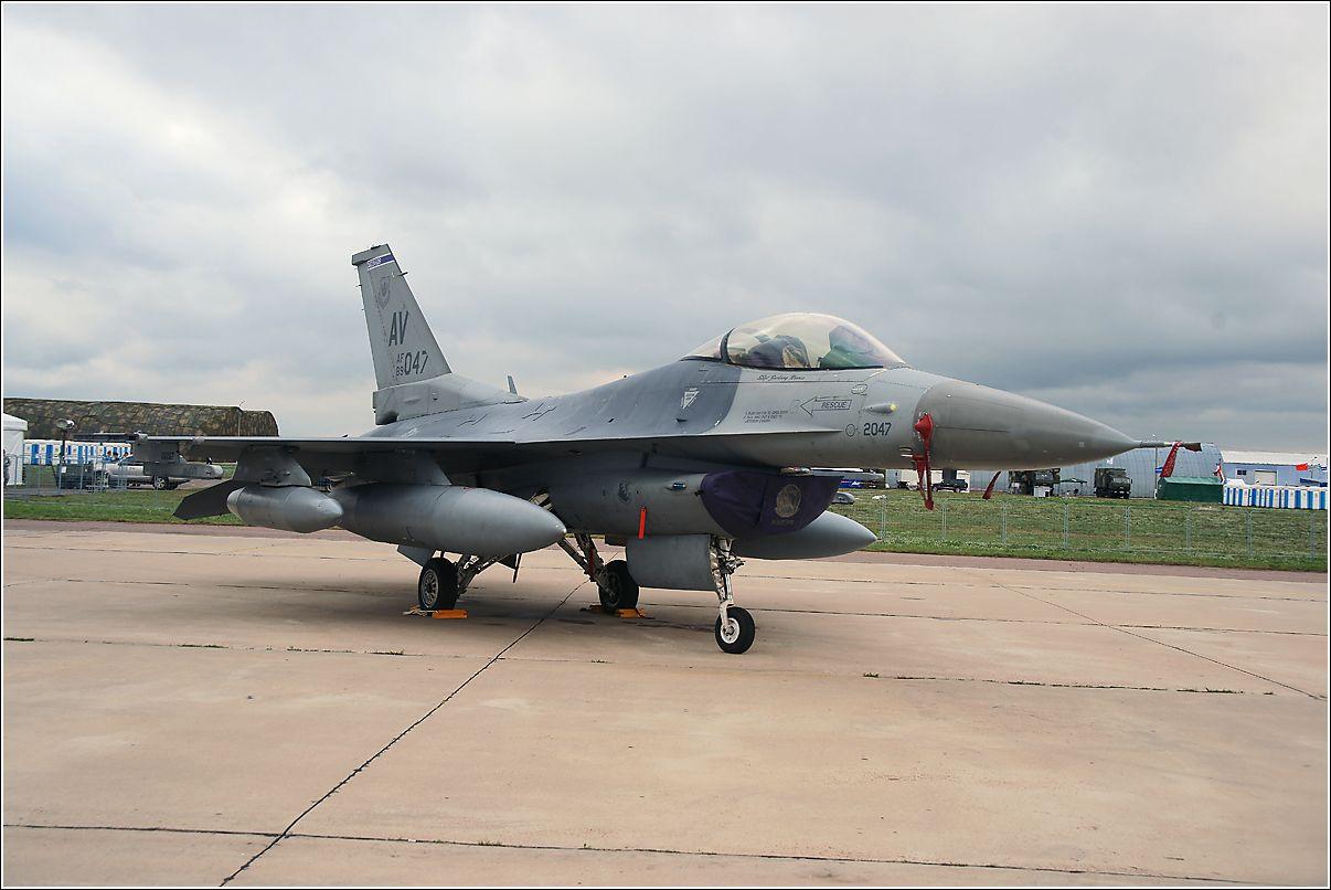 F-16c F-16c апвиация самолет США стоянка Жуковский МАКС-2011