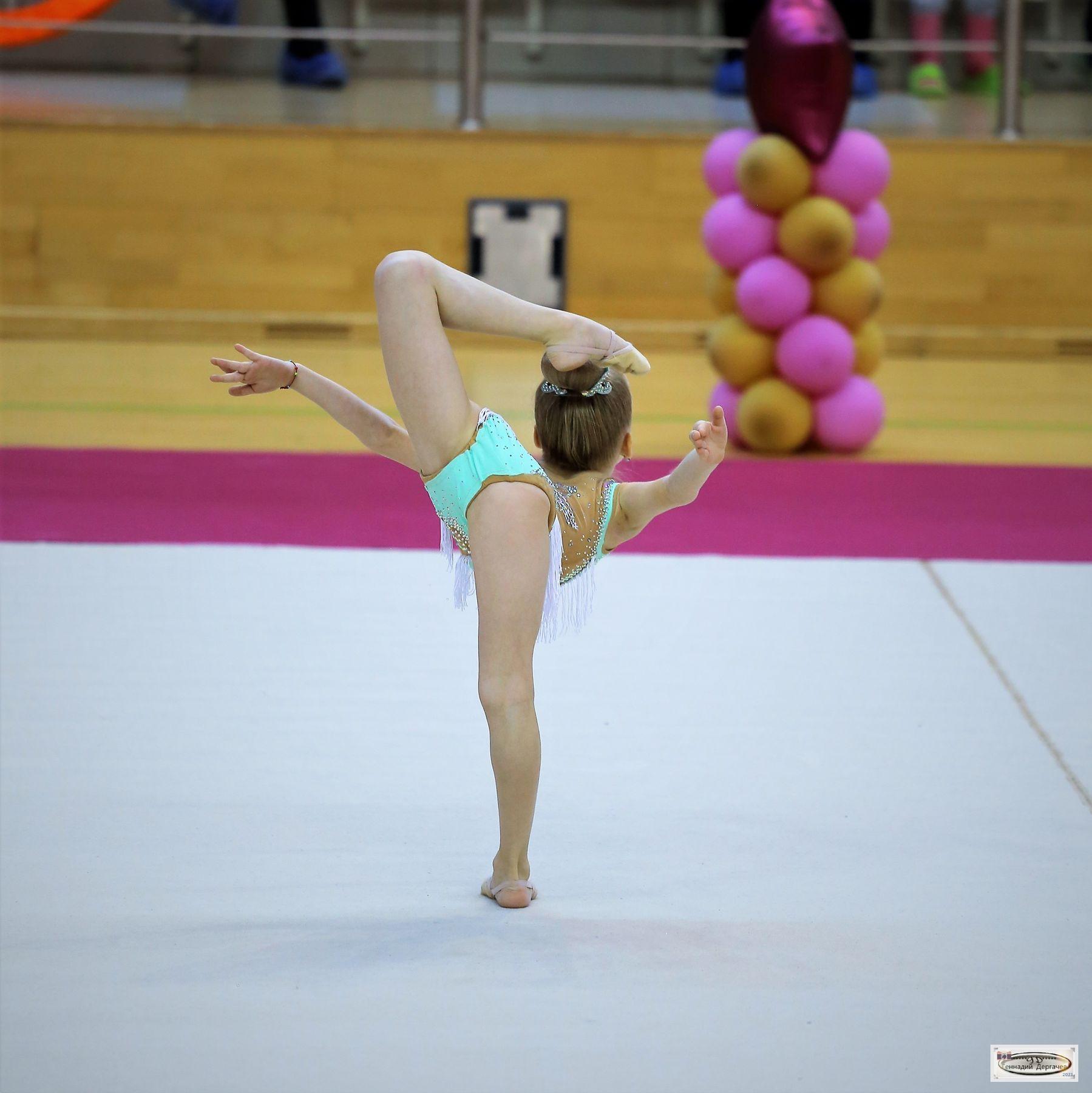 Арабеск арабеск элемент художественная гимнастика