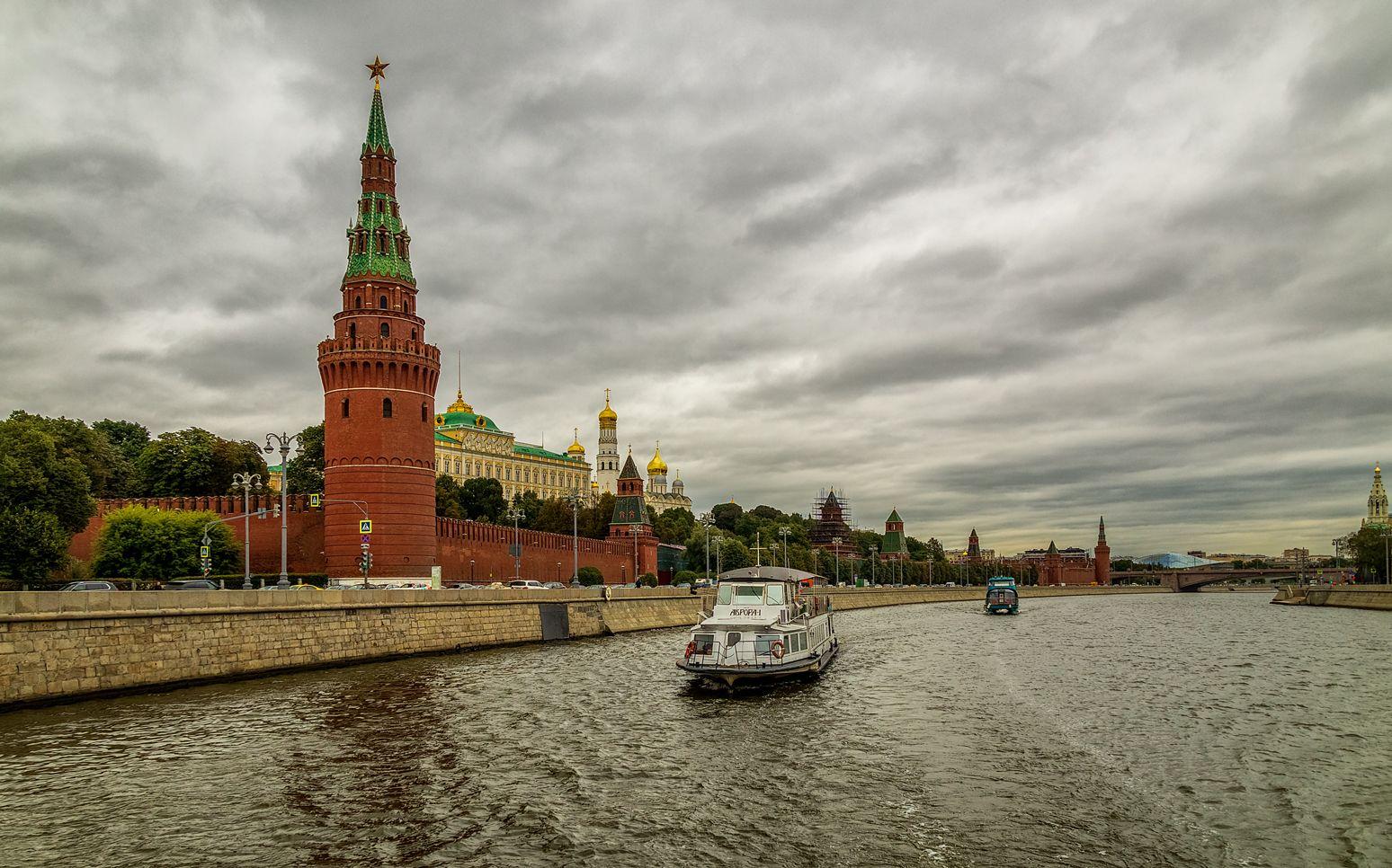 Прогулка по Москве-реке 03 (Аврора у кремля)