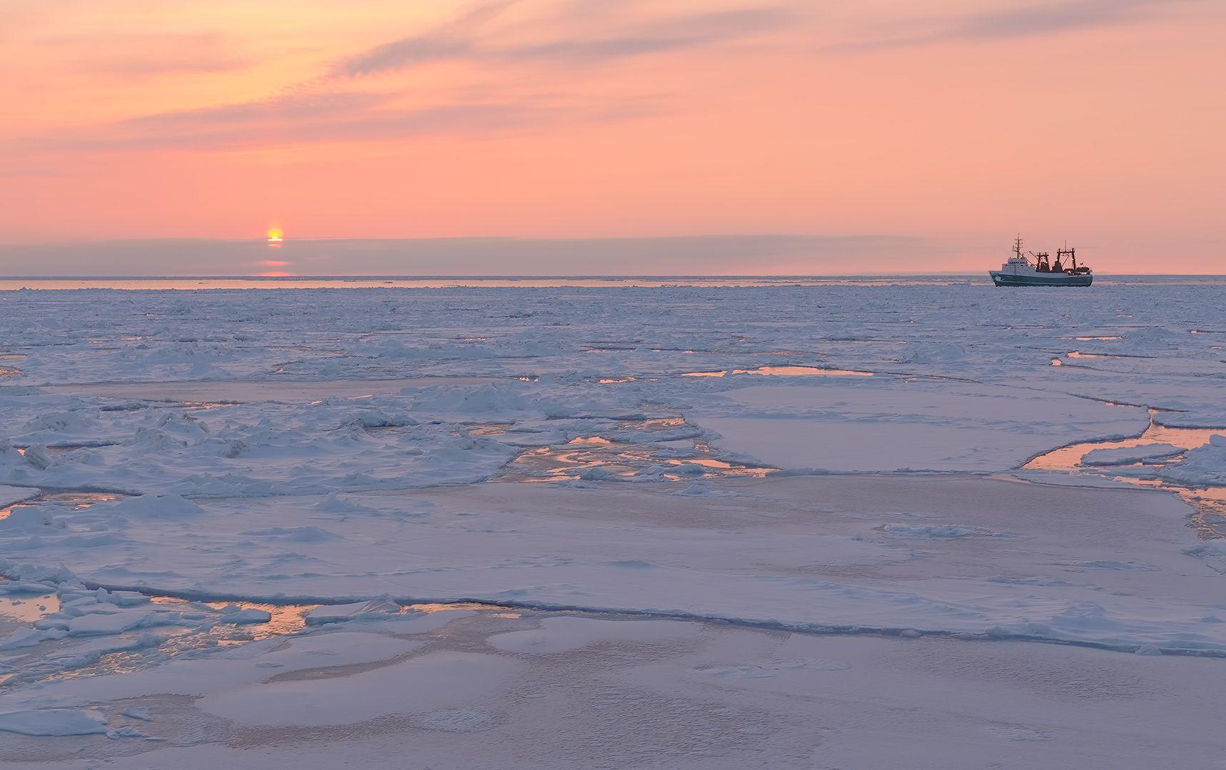 Sunset Ice вечер закат Охотское море судно льды