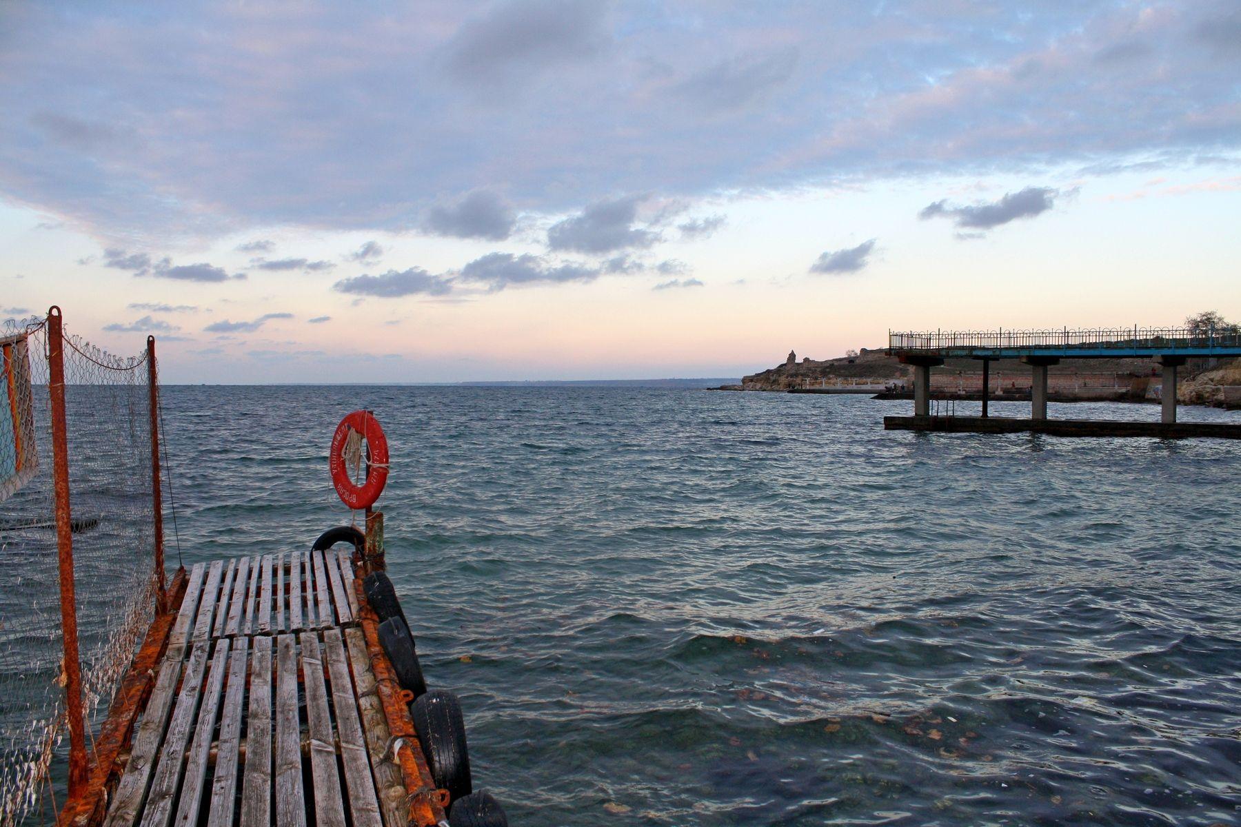 На причале пляж песочный бухта севастополь херсонес